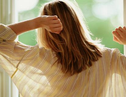 夏天头发越洗越油 这四个错误你犯了吗