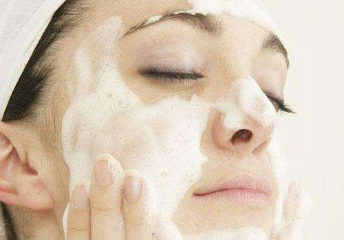 油性皮肤要注意 洗脸太勤反伤皮肤